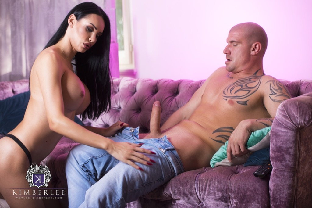 Kimberlee gets a taste and a heavy pounding from max born s huge